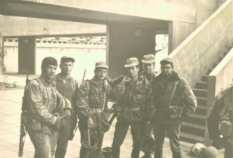 גביש עם חברים בקורס קצינים