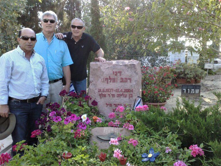 רהב וולף בבאר טוביה ניר כהן אריה רמות שיפמן יוסי נאור נזוקרו ליד קברו של דני