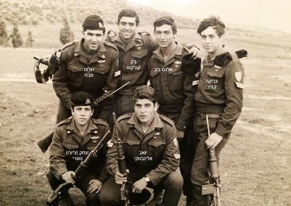 1972  בזק  בגולני אוגוסטים בסיום קורס מכים סיירות