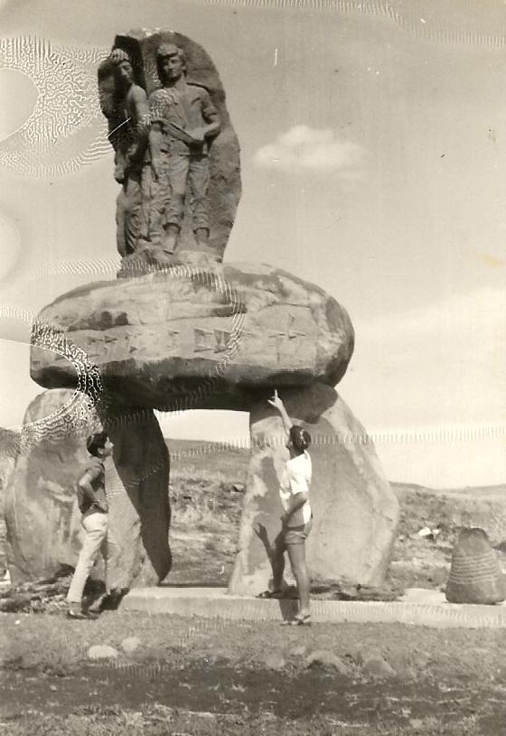 שפורן סוכות תשכח טיול לשפך הירדן אנדרטה לזכר נופלי אלמגור