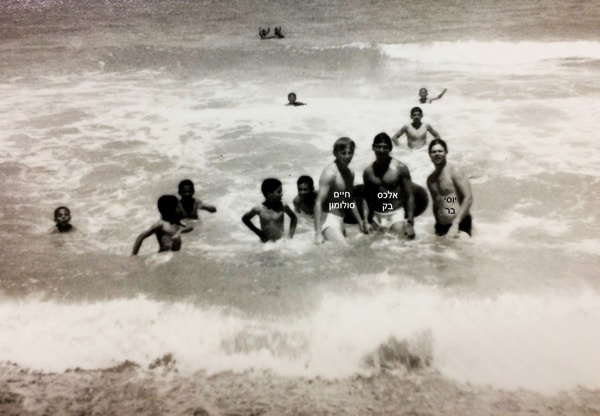 1971 מבצעית בפל  ג  ברצועת עזה עם ילדי דיר אל בלח בים...