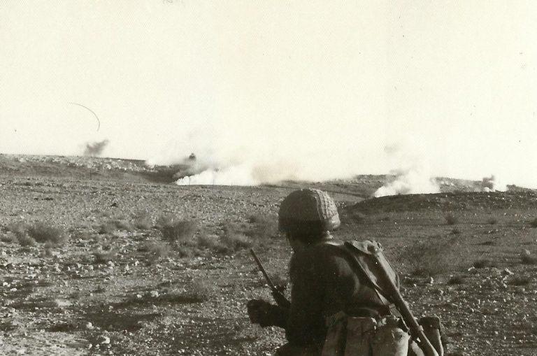 כיבוש יעד מבוצר מיסוך עשן לפני הסתערות בדרכת אימון לוחם אוגוסט 1969