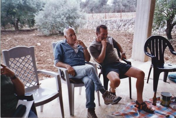 דביר פרד עם חברו הטוב דדה מגן שמואל מאי 2005