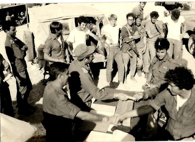ספקטור עם חיילי סיירת שקד